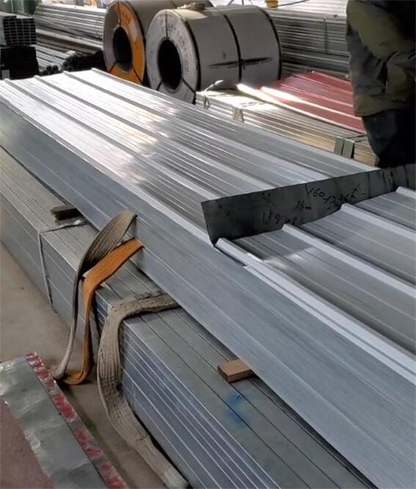 银灰色彩钢复合板