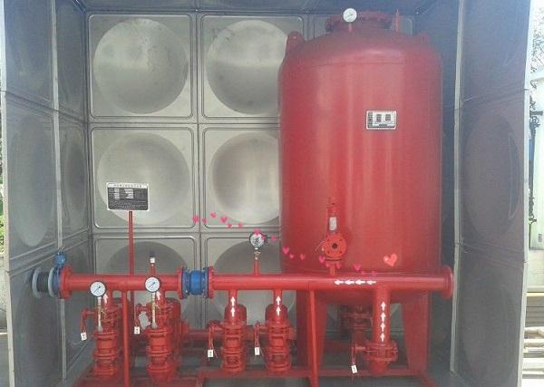 消防水箱对初起火灾的成功或失败具有决定性作用,那么其设置的要求是什么?