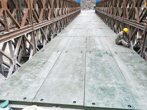 關于四川鋼棧橋橋面施工工藝