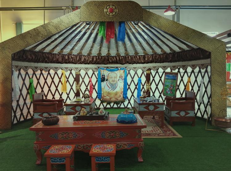 蒙古族传统家庭的蒙古包里应该放什么样的家具