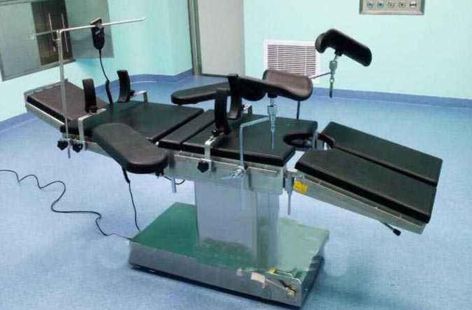 手术吊塔与手术床