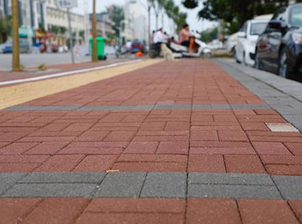 张家口市一街道铺设透水砖已完工