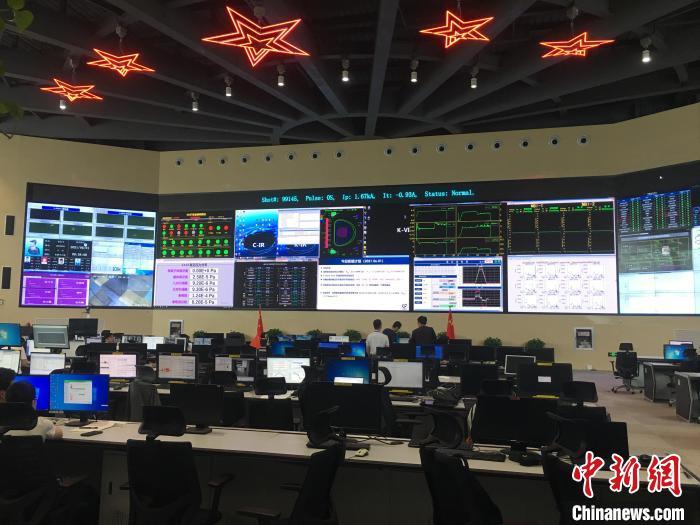 6月1日,EAST控制大厅。 吴兰 摄