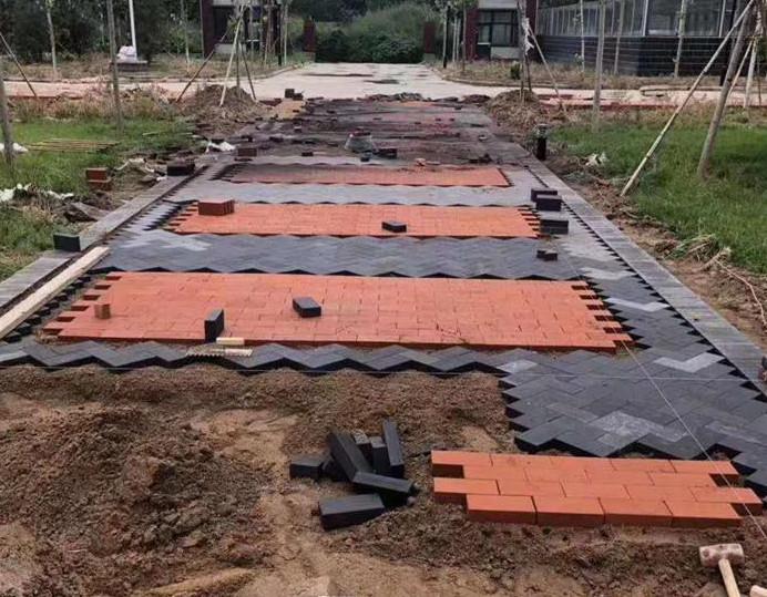 人行道面包砖在铺设时预留缝隙大概是多少?