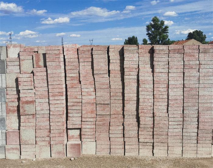 透水砖的性能与哪些因素有关