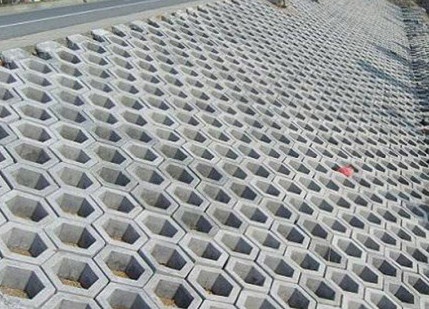 使用六角护坡砖来铺设,具体的施工流程又是什么?