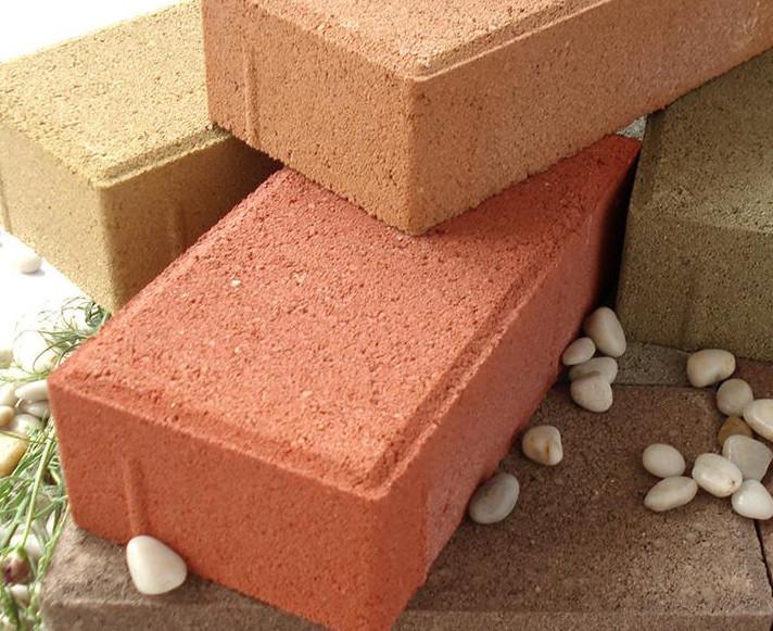 是什么原因造成人行道砖表面掉粉?