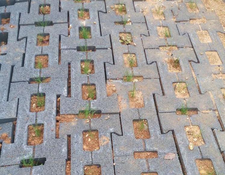 护坡砖使用中产生裂缝的原因