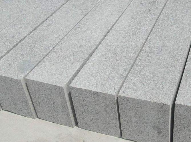 路缘石与路沿石有什么区别?