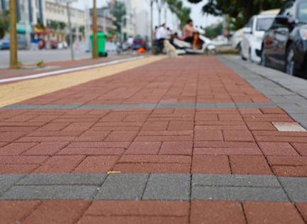 张家口透水砖在景观园林地面的4大用途!在人行道铺设透水砖6大好处!