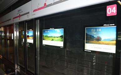 重庆地铁二号线灯箱