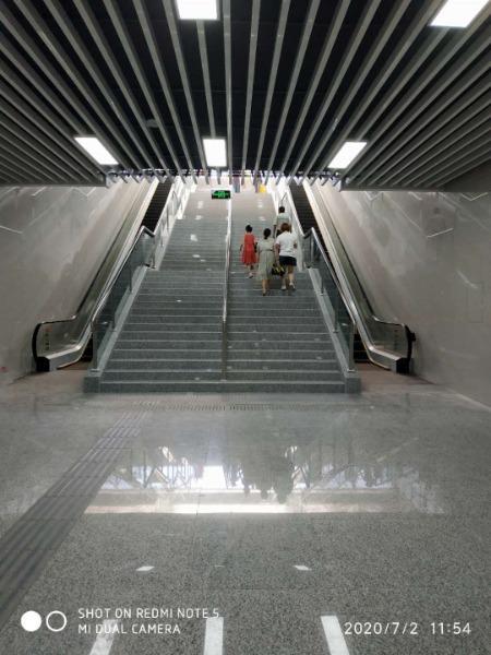 宝鸡:行政中心北侧地下通道开始试运行