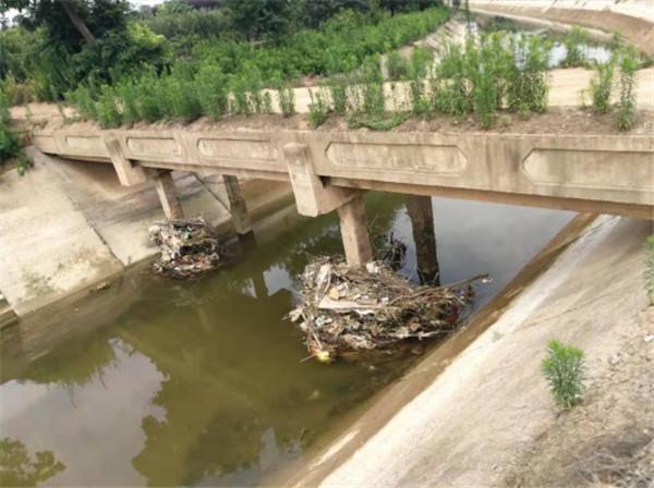 田家沟垃圾坝位置(镜向北)