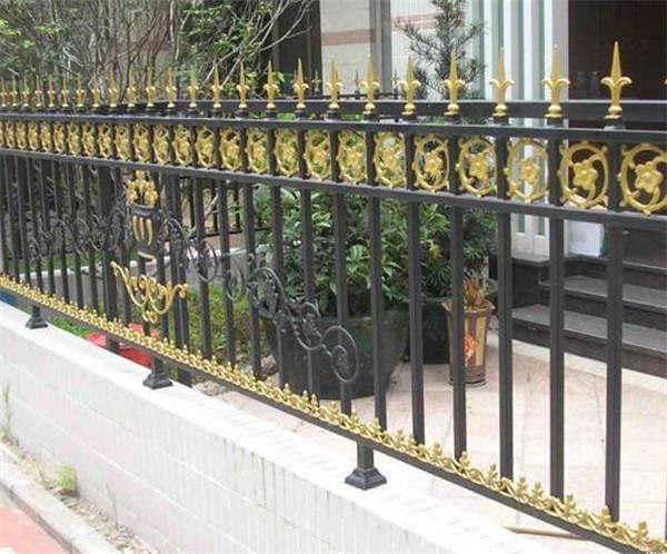 你们在日常是怎么对铁艺护栏网进行保养的?这几点不能少!