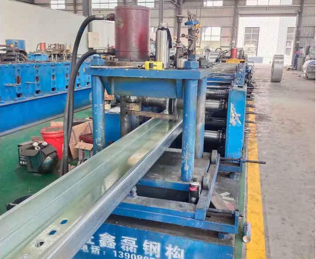 四川C型钢设备展示