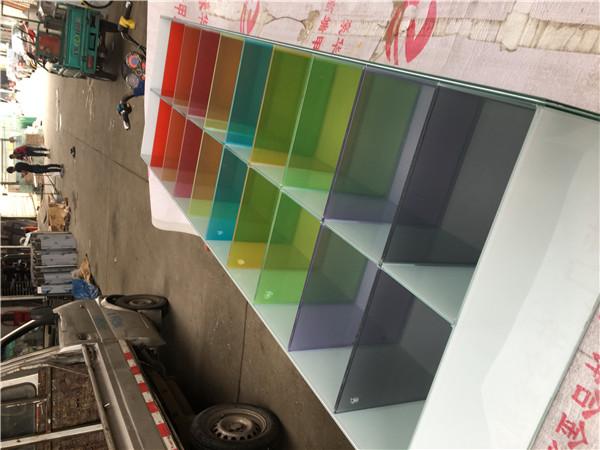你知道夹胶玻璃用的是什么胶,夹胶玻璃有什么特点?