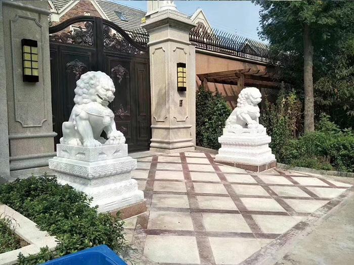 別墅門前石獅子