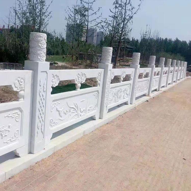 曲陽石欄桿在橋梁建筑中的作用和仿石欄桿的不一樣體現在哪?