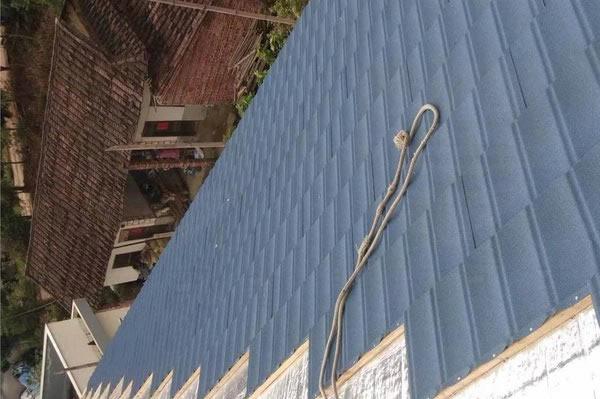 屋顶设计与彩石金属瓦的的相互配合
