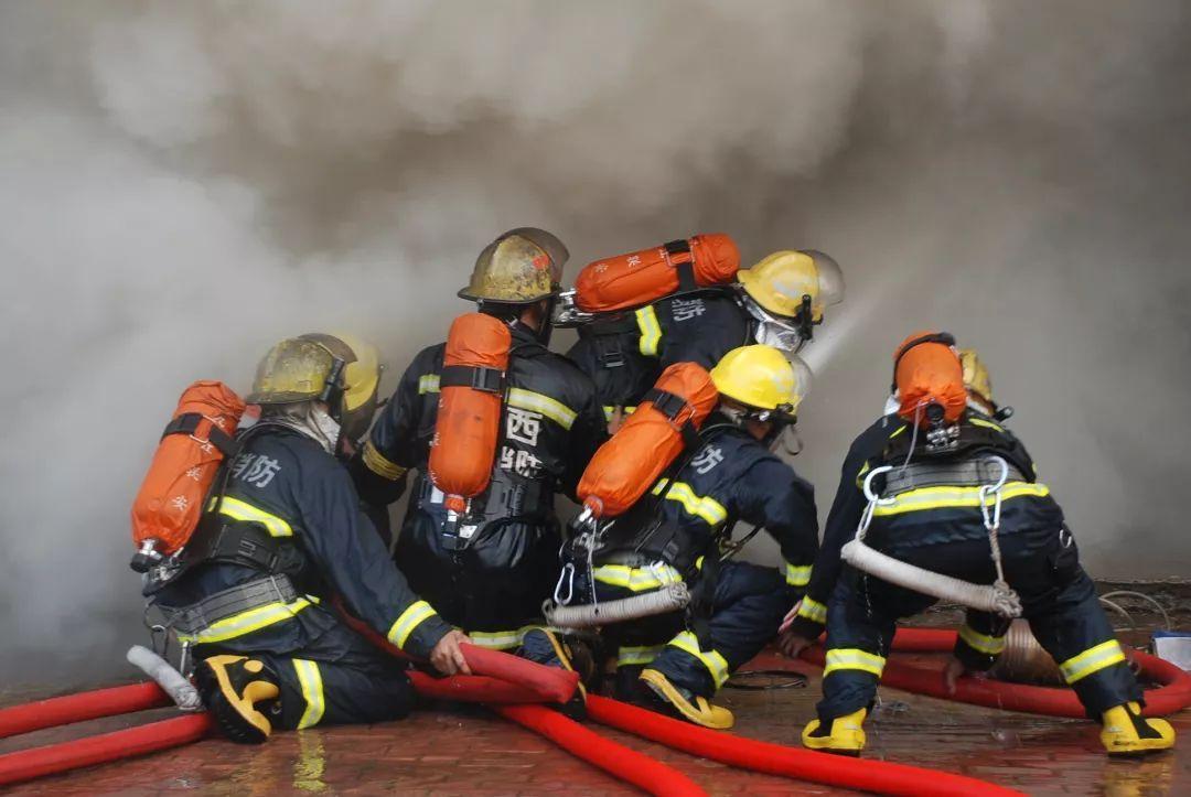 """四川BG大游APP消防加盟告诉你消防员的""""上下班""""制度?分居费,新政策!"""