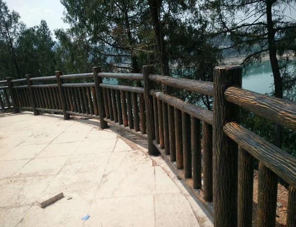 我们的水泥仿木护栏怎么做?四川仿木栏杆小编告诉你
