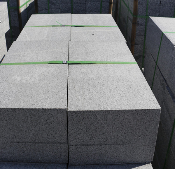 你晓得如何处理芝麻黑石材的接缝么?