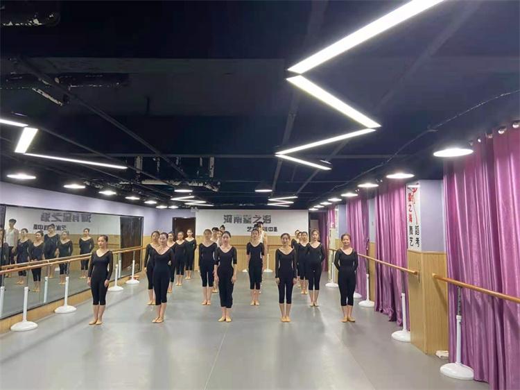 中国舞艺考培训价格