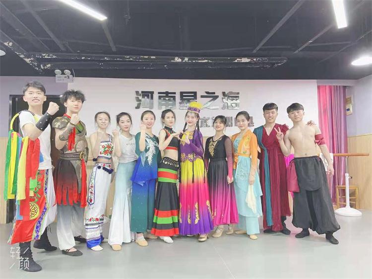 民族舞的种类是特别多的,看看都有哪些特点