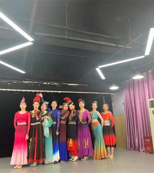 民族舞艺考培训
