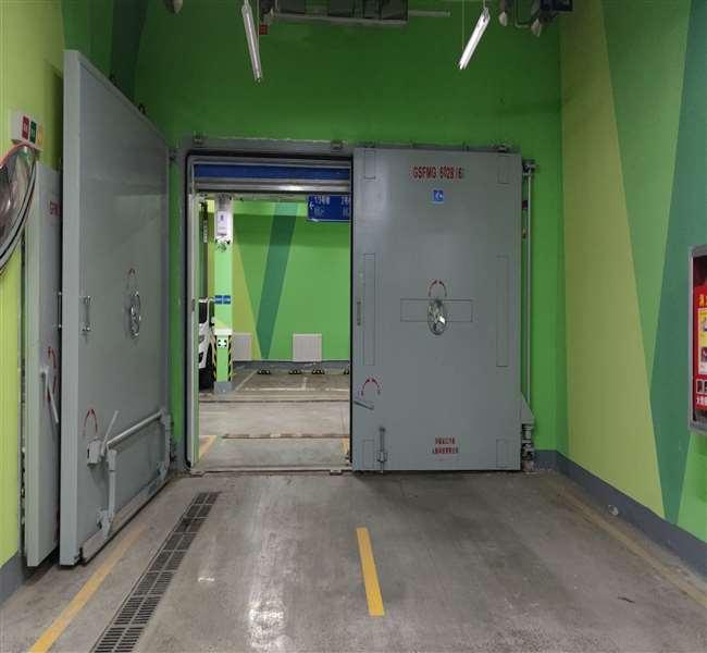 与某小区钢结构双扇防护密闭隔断门