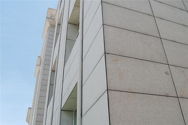 德发源建筑装饰帮您分析石材幕墙材料的选用