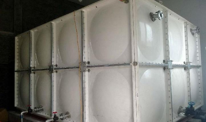 玻璃钢保温水箱跟钢板水箱的区别,优势在哪里?