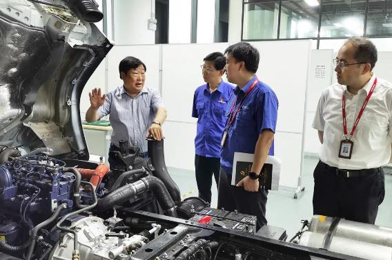 谭旭光考察潍柴动力上海技术创新中心并召开长三角地区潍柴企业科研人员座谈会
