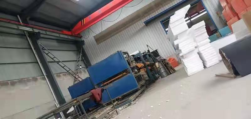 顺利彩钢生产车间