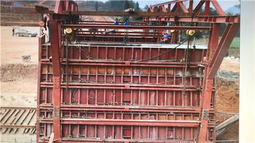 中交一公局陕西桥梁钢模板海南工地液压整体移动墙模施工现场