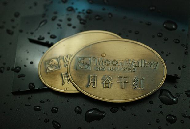如何处理广东金属LOGO标牌出现的色差?看过来