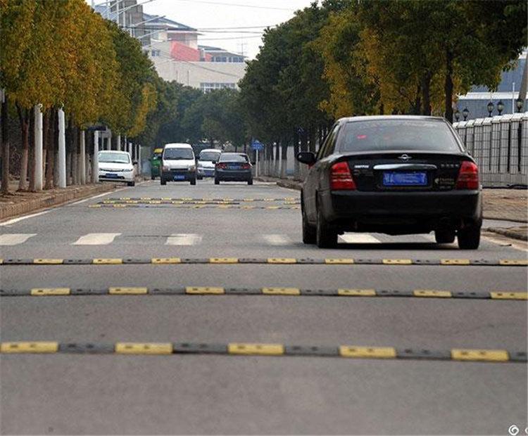 大街小巷的减速带,为什么是黑色和黄色的呢?