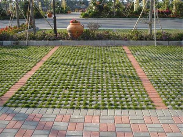 植草砖施工完成后,应该如何维护保养草坪?