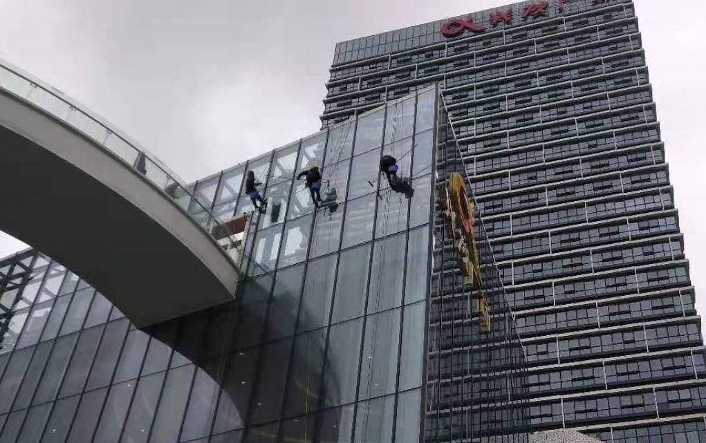 宜昌兴发广场外墙清洗