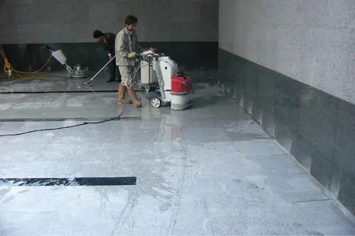 不管是居家还是办公场所,将石材作为铺地材料的应用已经非常常见了