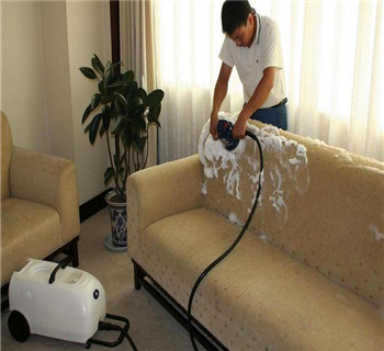 布艺沙发如何清洗?宜昌开荒保洁公司为您分享几个小妙招