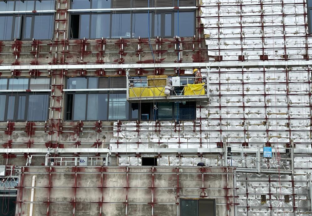 工程吊篮施工现场