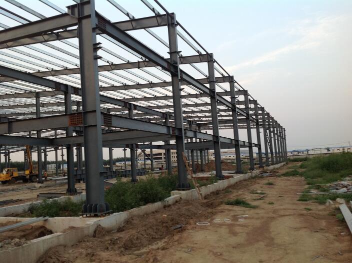 钢结构加工过程中如何控制厚板的焊接变形和焊接应力?