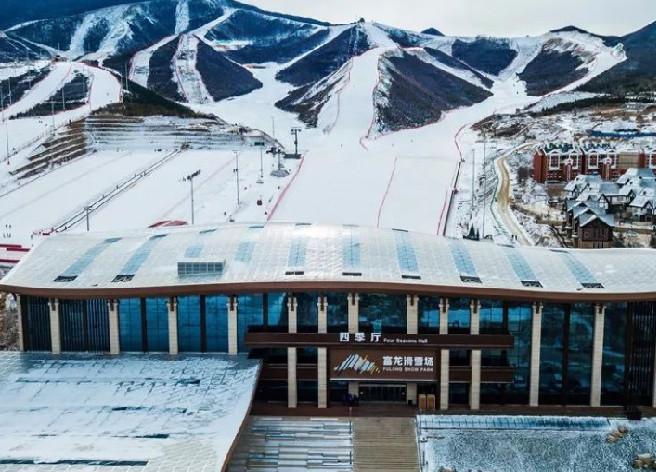 富龙四季小镇滑雪场