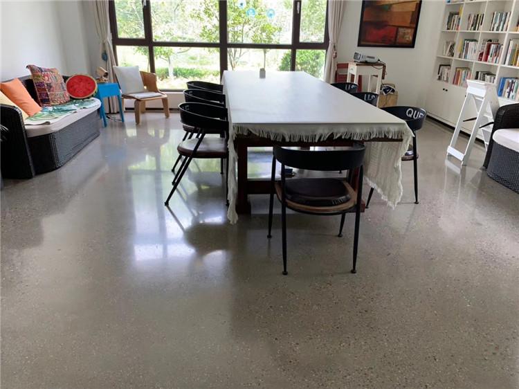 金刚砂耐磨地坪和环氧树脂地坪的优缺点对比。