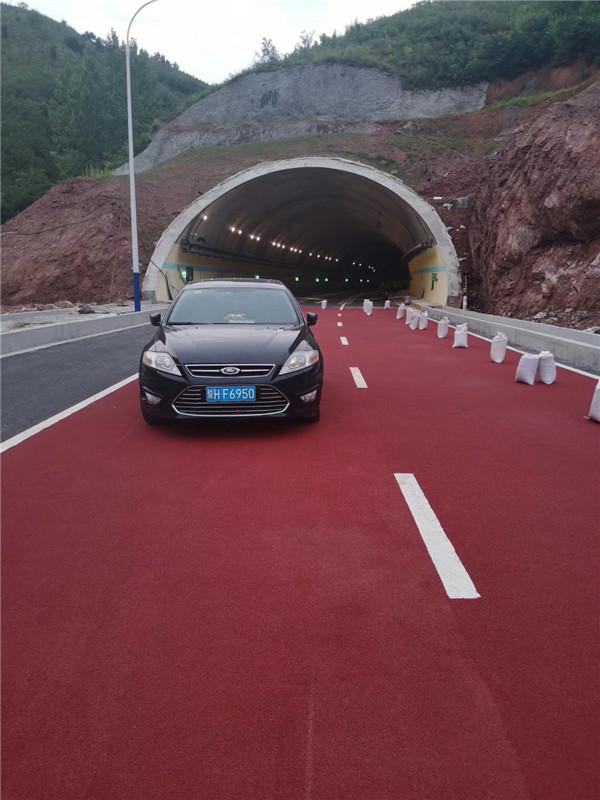 国道隧道口陶瓷颗粒彩色防滑路面
