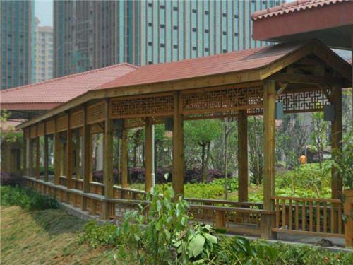 今天陕西防腐木制品厂家的小编给大家介绍防腐木制品处理技巧及特色