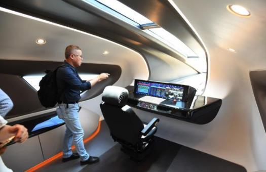 遊客在600公裏/小時的車內,磁懸浮試驗列車下線