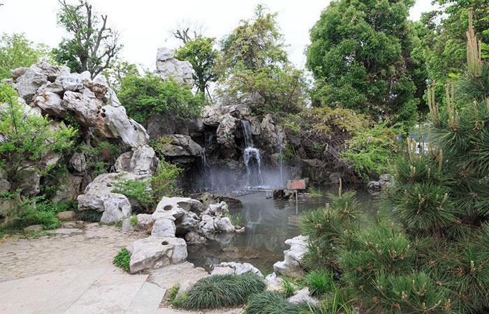 旅游景区假山喷泉
