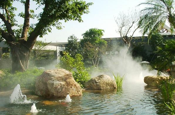山西假山制作(鸿艺假山):山西省自然风光喷泉是加压水的路面露头